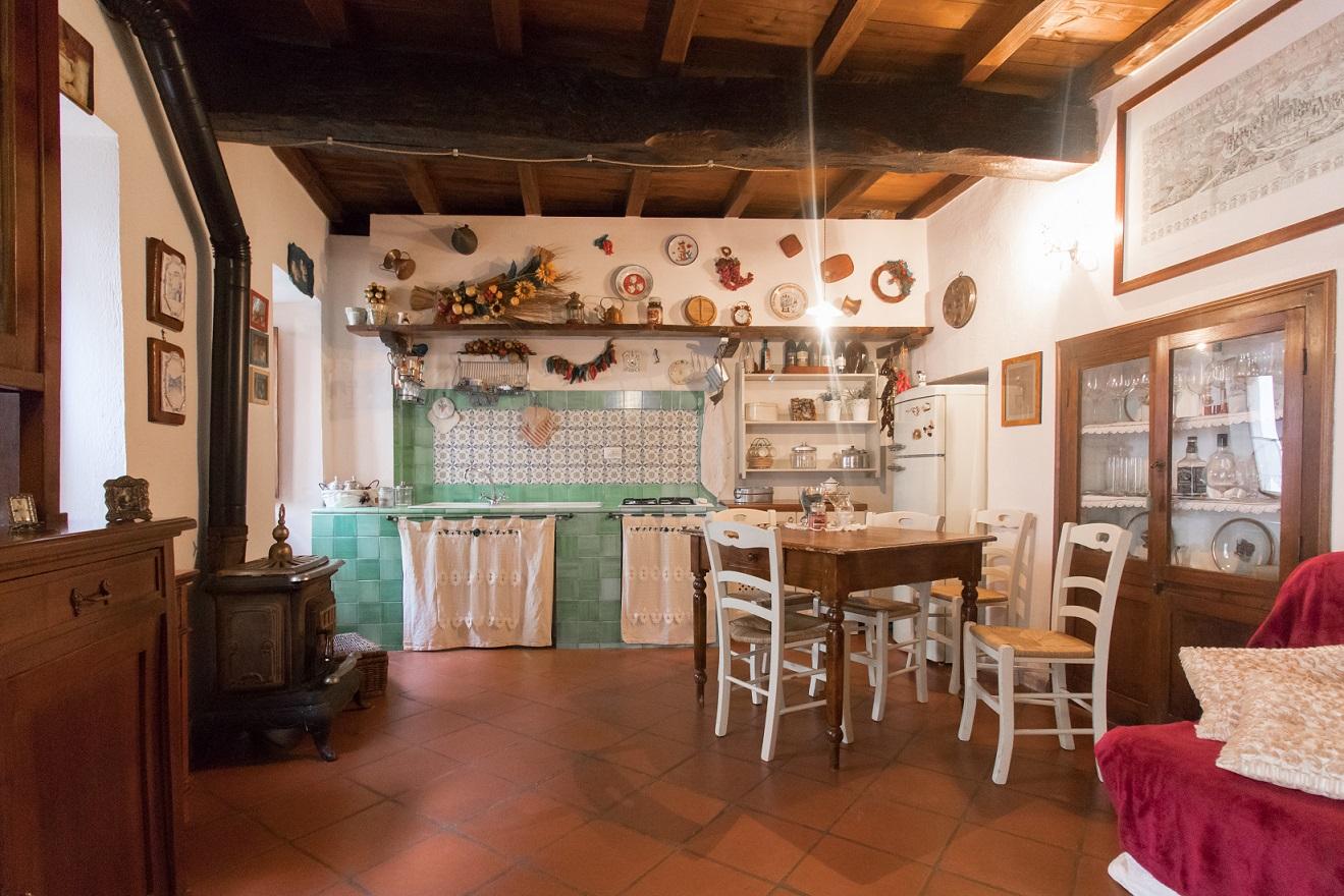 Porzione Di Casa in Vendita in Via della Svolta a Attigliano Rif. 17att